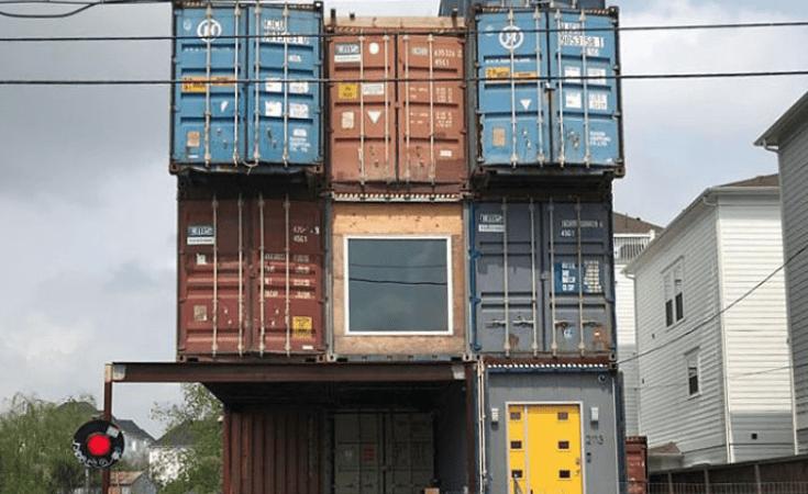 Deze man gebruikt 11 zeecontainers om zijn droomhuis van 2500 vierkante meter te bouwen. De binnenkant ziet er fantastisch uit!