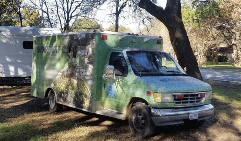 Deze man veranderde in 4 maanden een oude ambulance om tot zijn droomhuis